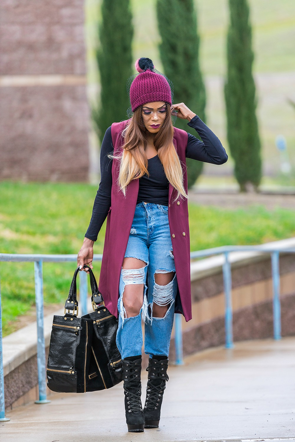 Comfy Style in a Veiled Beanie and Distressed Denim