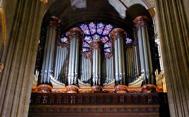 organy w Paryżu