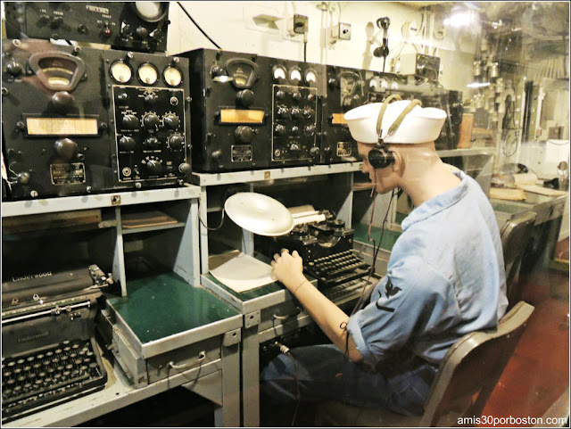 Sala de Radio del USS Massachusetts