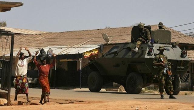 В Нигерии найден дом, набитый пачками долларов