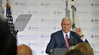 El vicepresidente de Estados Unidos, Mike Pence, ofrece un discurso en Jacksonville, Florida, 18 de marzo de 2017.