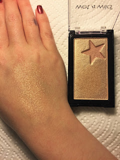 wet n wild megaglo highlighting gold bar holly gold-head swatch
