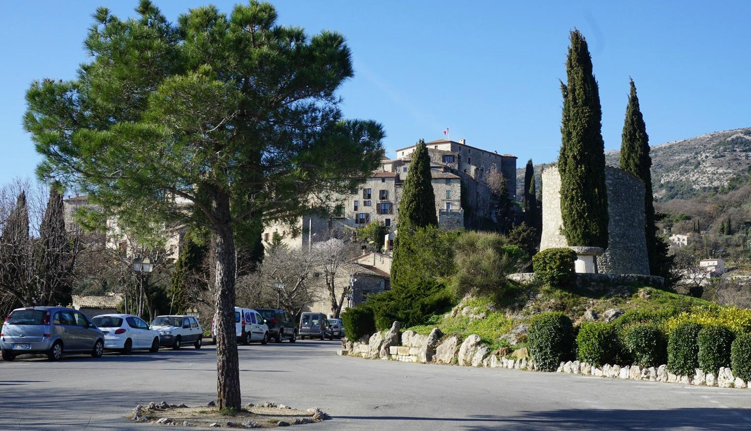 Carros Village