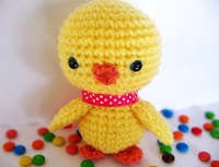 http://www.craftpassion.com/2011/06/baby-chick-amigurumi-pattern.html#more-12175