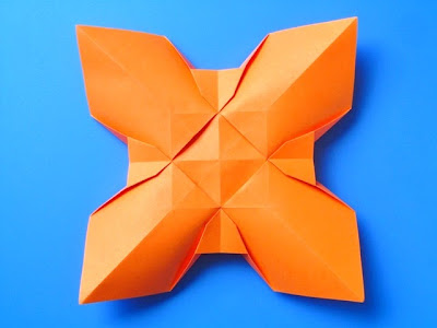 Origami: Fiore quadrato, variante 2,retro - Square Flower, variant 2, back, by Francesco Guarnieri