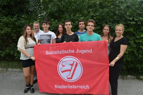 Serafina Demaku and Austrian Socialist Party youth