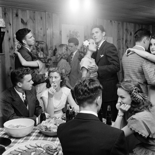 bint photobooks on internet tulsa twins photo essay nina leen  a classic photo from the life archives by the great nina leen this image is from the tulsa twins photo essay that ran in the aug 4 1947 issue