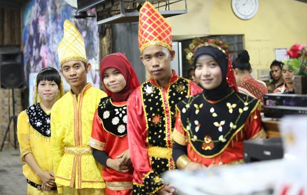 63 Model Baju Adat Kaili Sulawesi Tengah Kekinian