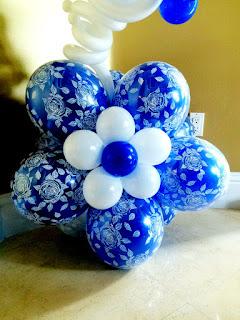 Blue flower balloon column