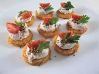 Blinis de gazpacho con crema de jamón