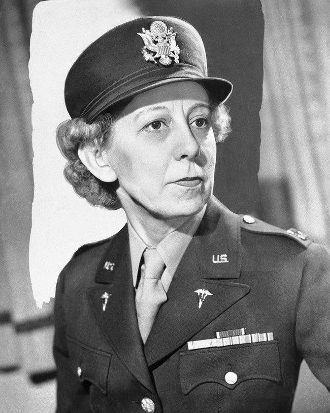 WW2 US medal The Bravery of Army Nurse Annie G. Fox at