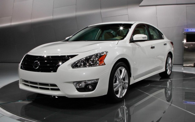 car i Nissan Altima 2014