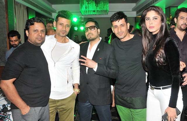 18. Kumaar, with Meet Brothers and Mika Singh