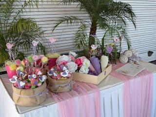 διακόσμηση τραπεζιού ευχών βάπτισης κοριτσάκι μπισκότα πουλάκια χωνάκια γλυκά ροζ μωβ