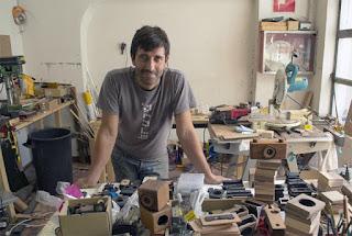 Antonio Cañadas en su taller. EFE/José Carlos Pedrouzo