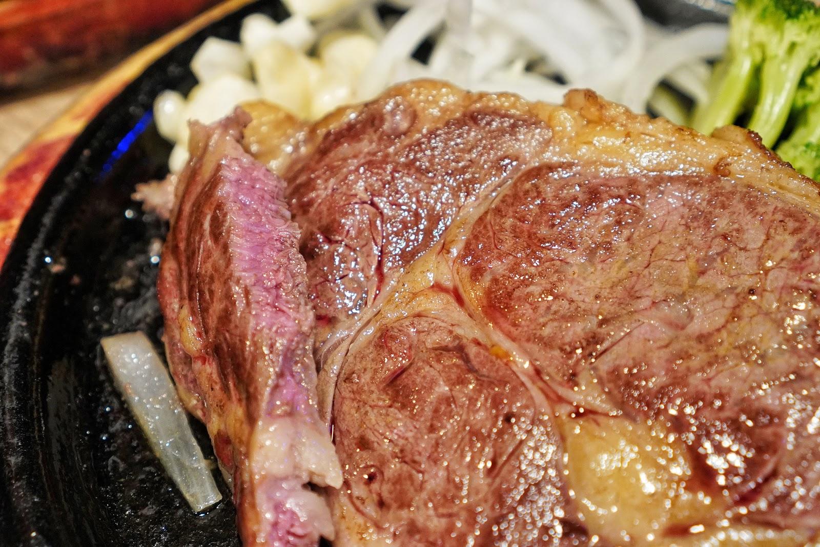 台南中西區美食【丹妮牛排】肉質軟嫩的肋眼牛排