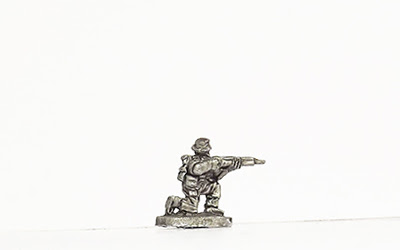 KBR3   Tropical kit, kneeling, firing rifle