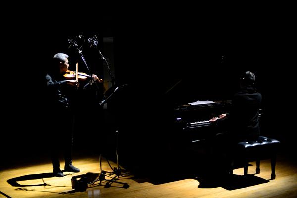 喜多直毅(ヴァイオリン)田中信正(ピアノ)