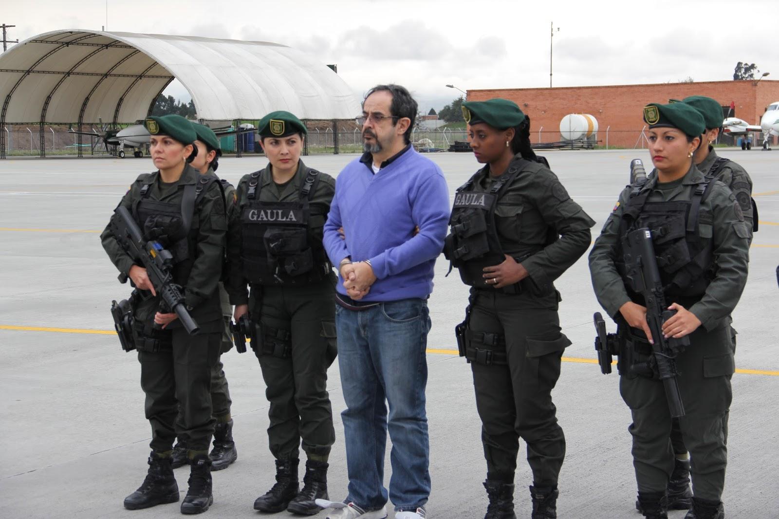 Álvaro Gámez sendo preso