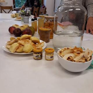 jabłka suszone, przetwory z jabłek, ocet jabłkowy, racuchy z jabłkami