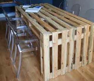 http://manualidadesreciclables.com/15597/mesa-de-palet-para-el-comedor