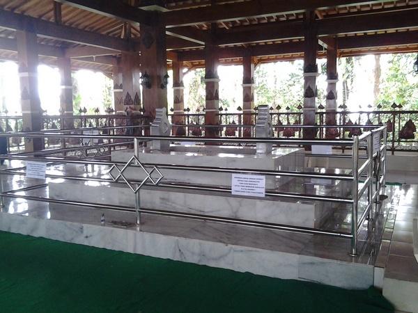 Makam prabu geusan ulun di Dayeuh Luhur