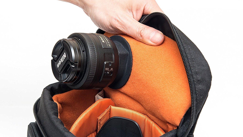 LensPacks крепится к сумке и удерживает объектив на своем месте
