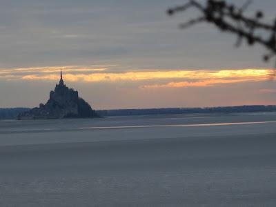 soleil couchant sur le Mont Saint Michel