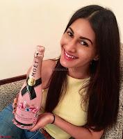 Amyra Dastur Cute Innocnet Beauty pics 003.jpg