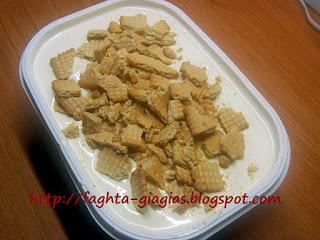 Παγωτό γιαούρτι με μέλι και μπισκότα - από «Τα φαγητά της γιαγιάς»