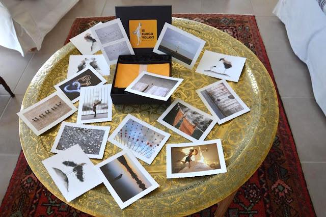L'ensemble des cartes et enveloppes avec son coffret sobre et élégant