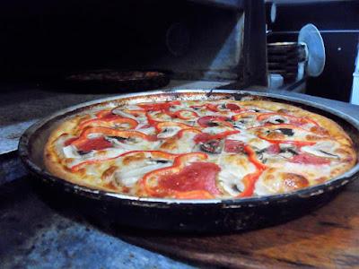 pizza shes, pizza tepsisi, pizza menüsü, kınıklı pekdemir, pizza shes kınıklı, pamukkale pizza, pizza hazırlanışı, paü pizza, pizza tavası, ucuz pizza sipariş