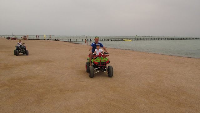 квадрацикл на пляже