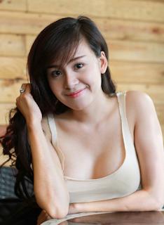 Bà tưng Lê Thị Huyền Anh bikini nhảy khoe hàng thả rông