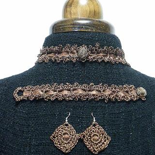 Conjunto ganchillo metálico en color bronce