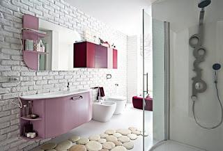 baño con ladrillos vistos