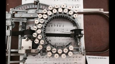 آلة كتابة نوتات موسيقية من عام 1936