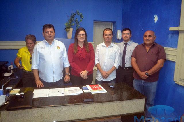 Prefeito Mauricio  concluiu o pagamento antecipado dos servidores efetivos do município,  Nesta sexta(28), conforme entrevista concedida a imprensa local.