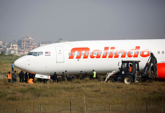 (Video) Pesawat Malindo Airlines Tergelincir Dari Landasan Di Nepal