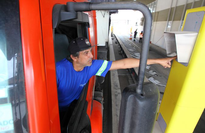 Motoristas que acessam Porto de Paranaguá devem fazer cadastro biométrico