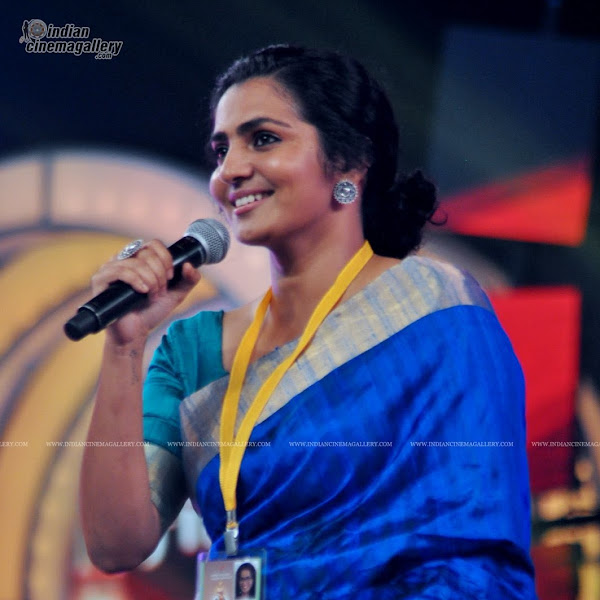 Parvathy Menon latest photos from Kerala state film award ceremony