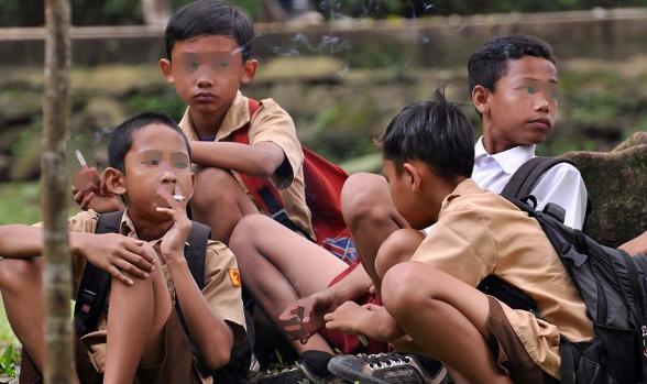 Siswa Kelas 2 SD di Sukabumi Dipaksa Hisap Rokok Didepan Guru, KPAI Beri Tanggapan Ini