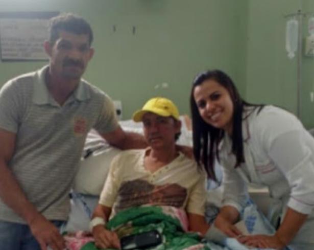 Paciente de Mata Grande que estava internado no Hospital de Emergência Daniel Houly de Arapiraca, já está com a família