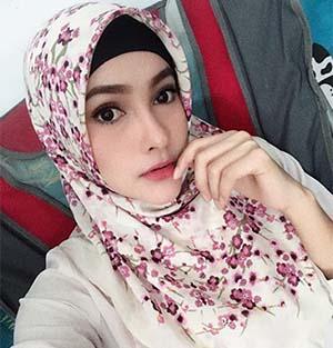 Dafina Jamasir Berhijab