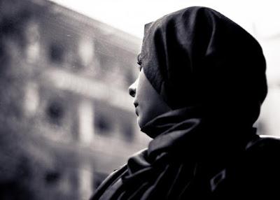 """رنا من أمام محكمة الأسرة: """"زوجي رفض علاجي من السرطان.. وقال لي شوفي حد غيري"""""""