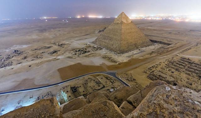 foto-yang-diambil-dari-puncak-piramid-secara-rahsia-2