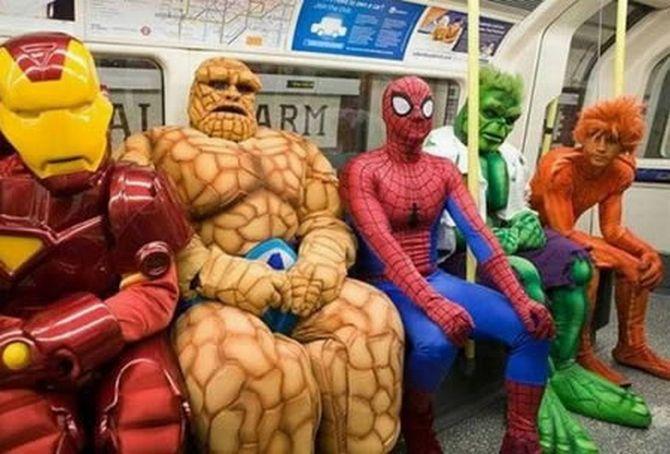 Por qué ponemos cara seria cuando viajamos en transporte público