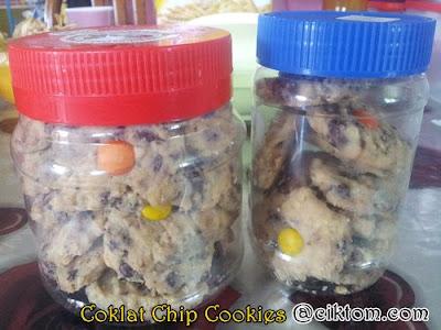 coklat chip cookies dalam balang