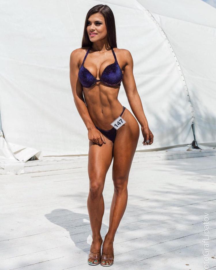 fitness bikini Alexander Rebrova
