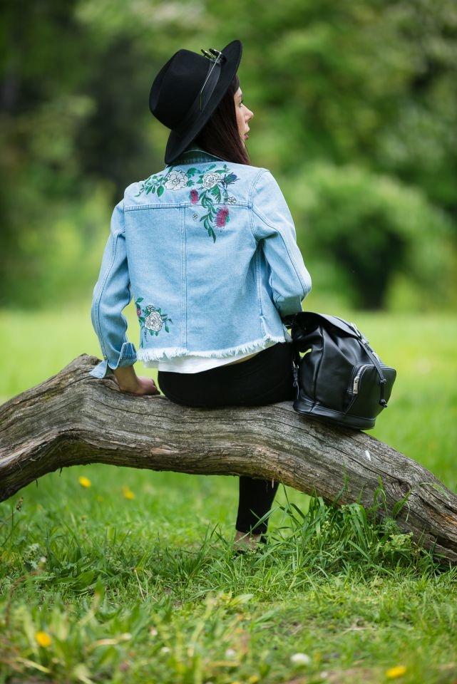 dżinsowa kurtka hafty na plecach boho blog modowy